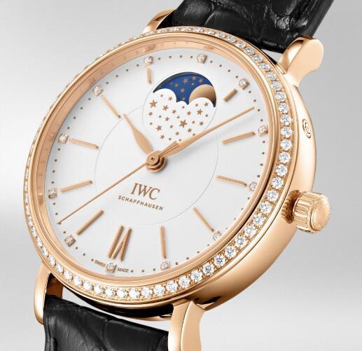 The decent timepieces have shiny diamond decorations and unique designs.