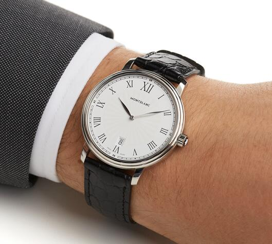 The slender steel cases with domed bezels and black straps have a decent and noble impression.