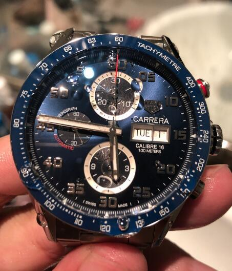 The blue dials can show strong and practical functions clearly.