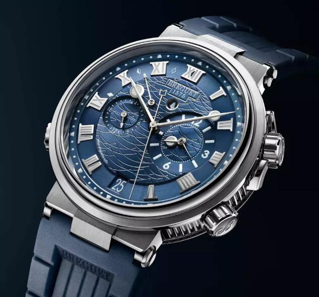 The blue rubber strap matches the blue dial well and the integrated design is romantic and attractive.