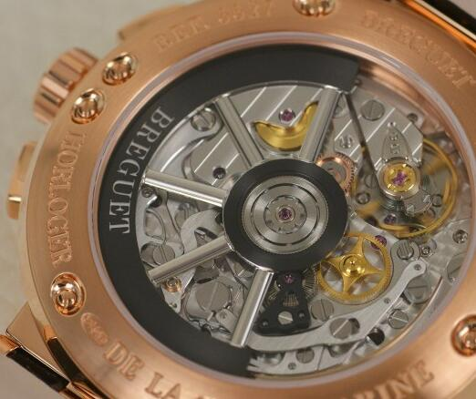 From the transparent caseback, we will appreciate the exquisiteness of the movement with polished finish.