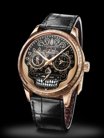The extraordinary movement of this timepiece could provide a power reserve of about 9 days.
