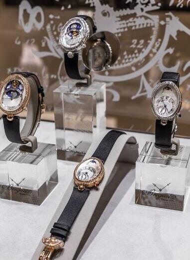 The exhibition has displayed the world's first watch and new luxury Reine de Naples released this year.