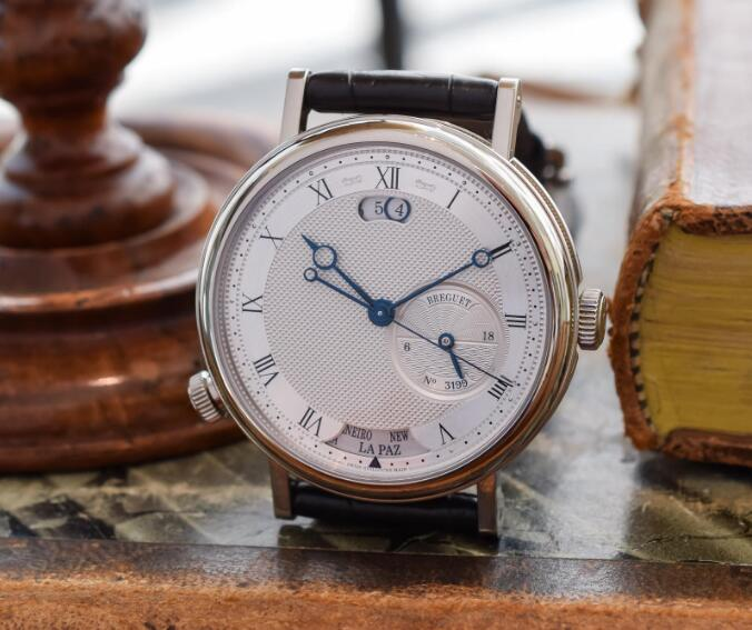 The iconic blue Breguet hands are ensure the optimum legibility.