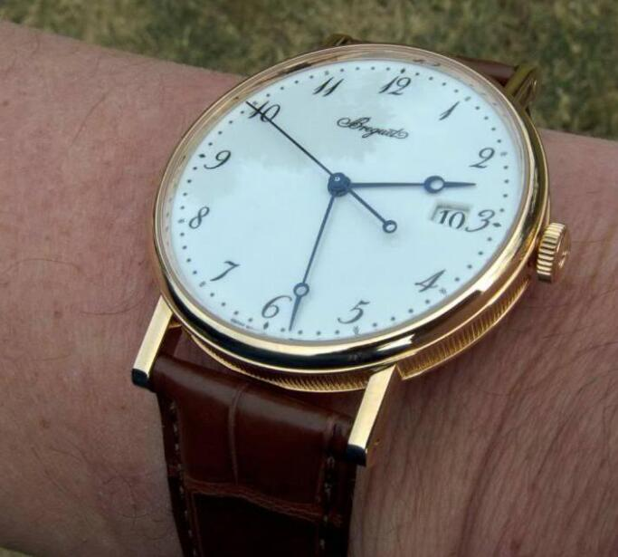 With the simple and classic design, the Breguet has attracted lots of watch lovers.