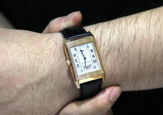 Jaeger-LeCoultre Reverso is very classic and elegant, which is suitable for parents as presents.