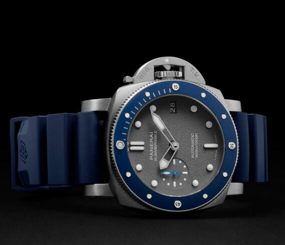 The integrated design of this Panerai with gray dial looks vintage.