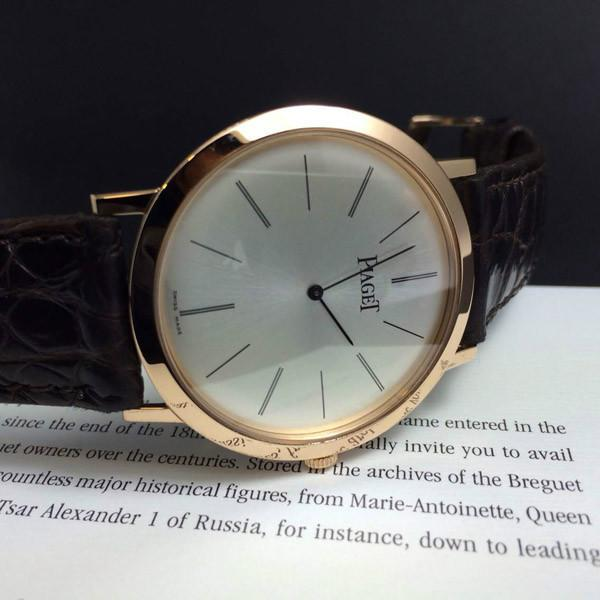 The Piaget has featured the ultra thin rose gold case, making it suitable for formal occasion.