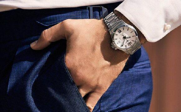 Online replication watches show concise design.