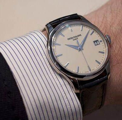 Hot-selling duplication watches are very elegant.
