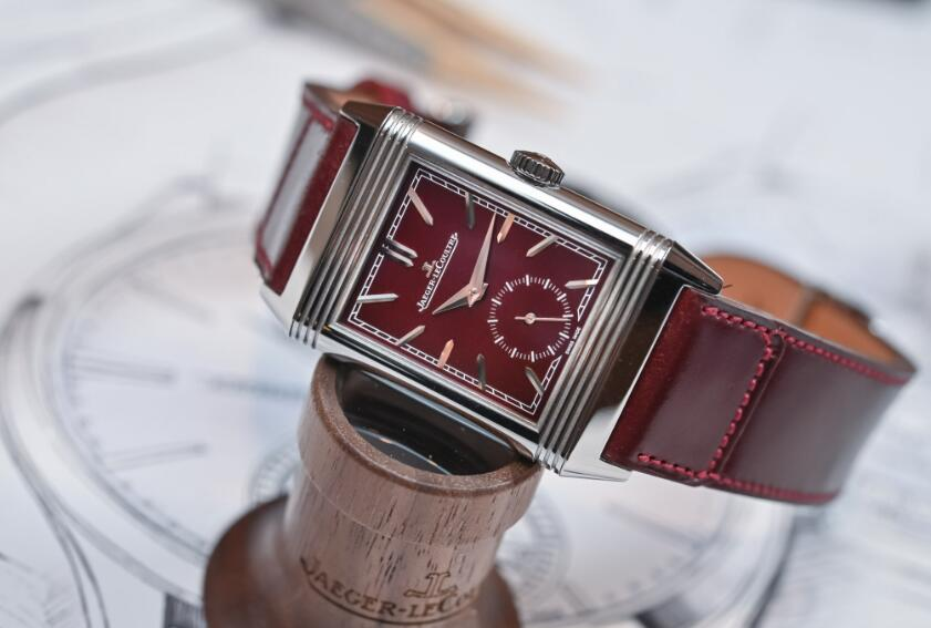 Forever replication watches present charming color.