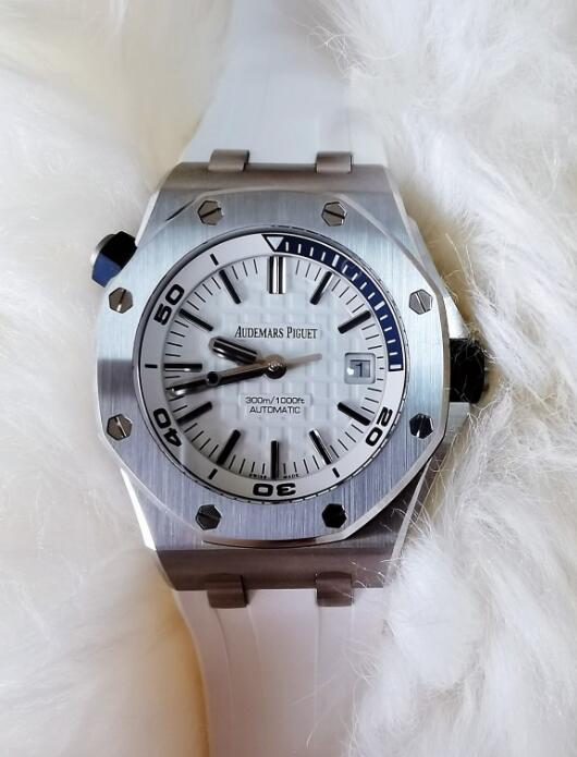 Discount fake Audemars Piguet watches are driven by the self-winding Calibre 3120 movement.